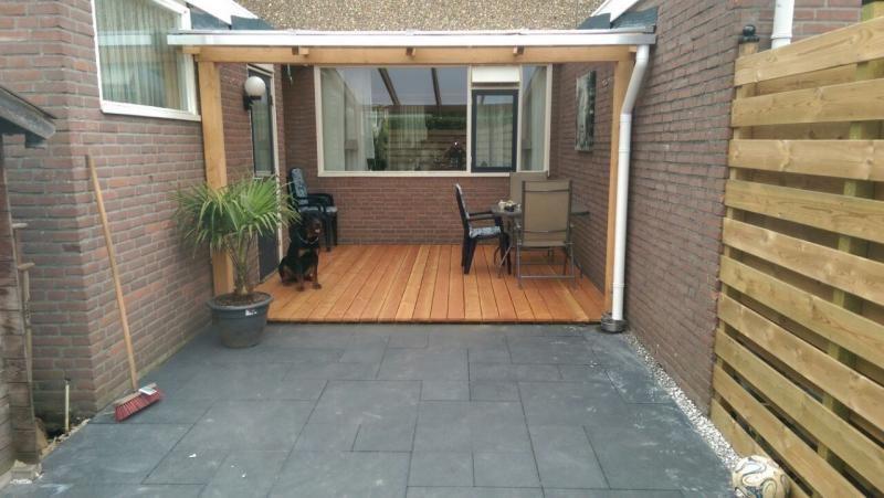 Douglas overkapping met polycarbonaat dus lichtdoorlatend for Houten veranda